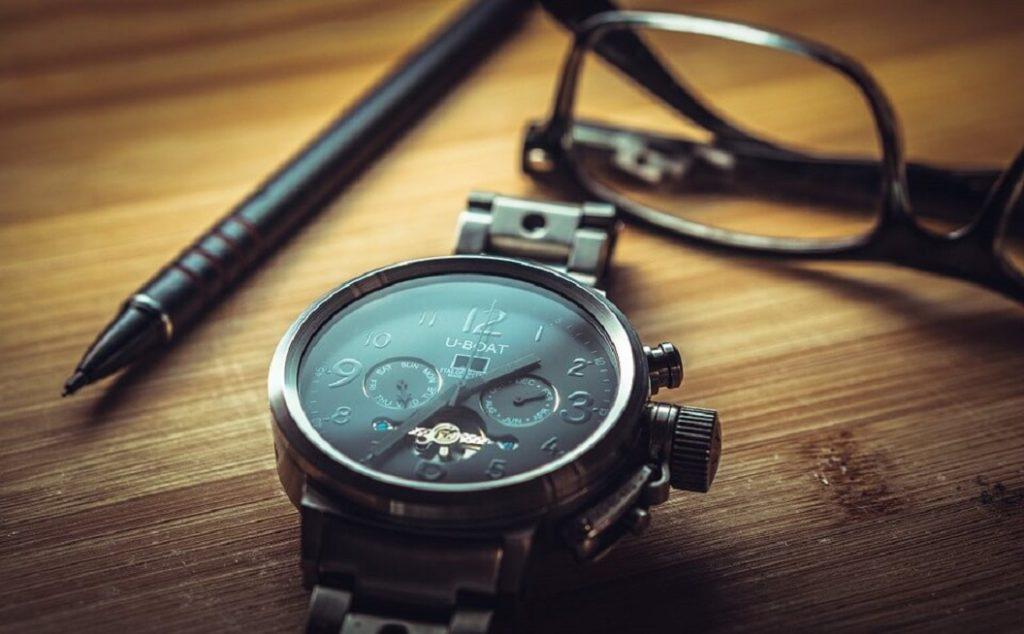 機械手錶與眼鏡