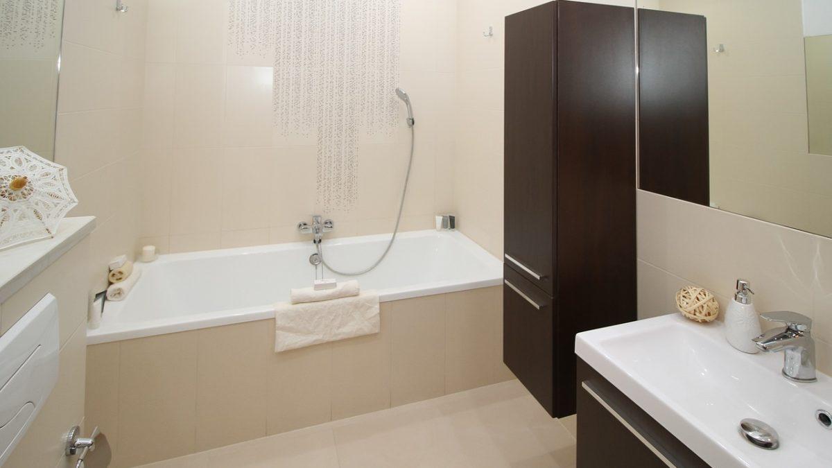 浴室發霉怎麼清?用對打掃工具&小技巧,浴室清潔除霉一把罩!
