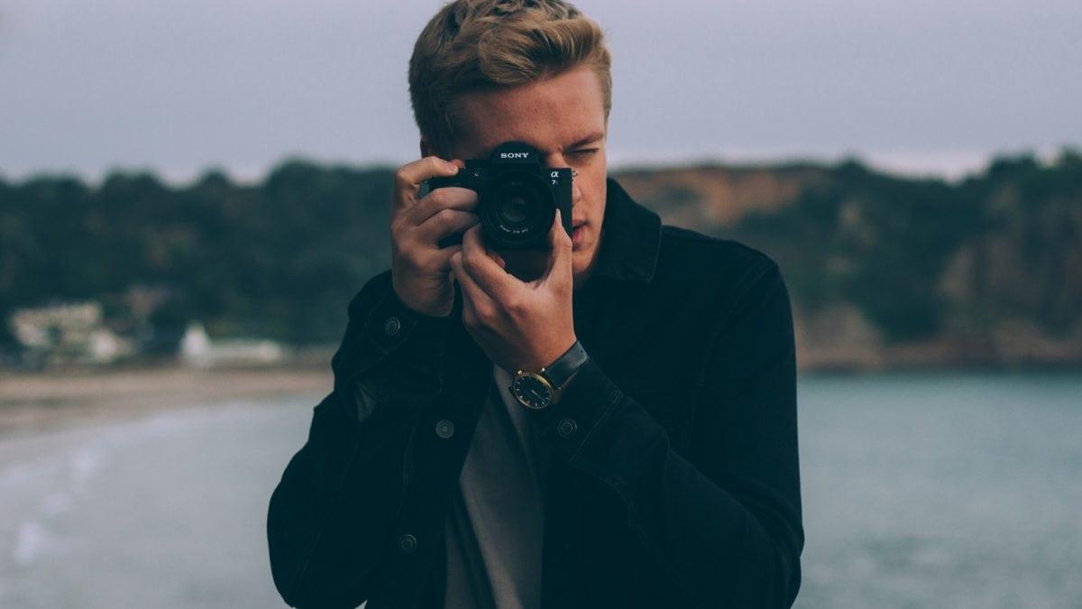 男友不會拍照嗎?5個簡單拍照技巧,構圖、採光…讓另一半輕鬆變網美