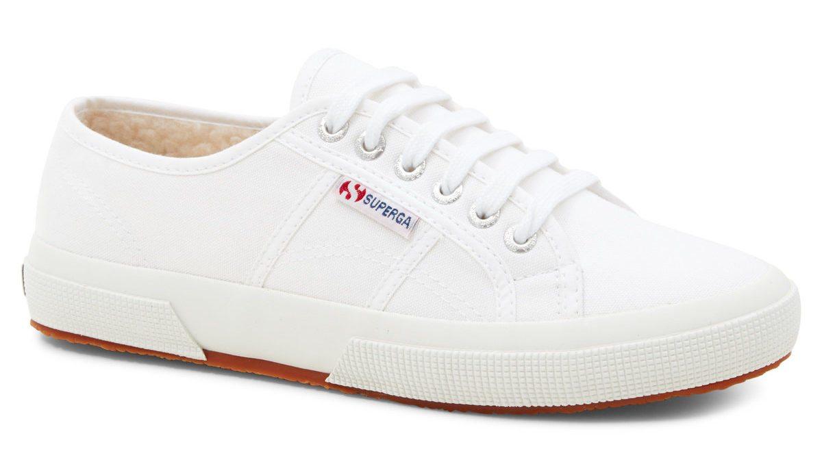 白鞋泛黃好困擾?這些簡單技巧讓你洗白鞋超輕鬆!