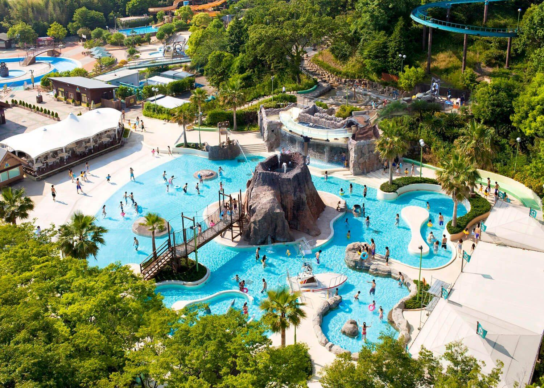日本鈴鹿賽車場夏季限定的冒險泳池