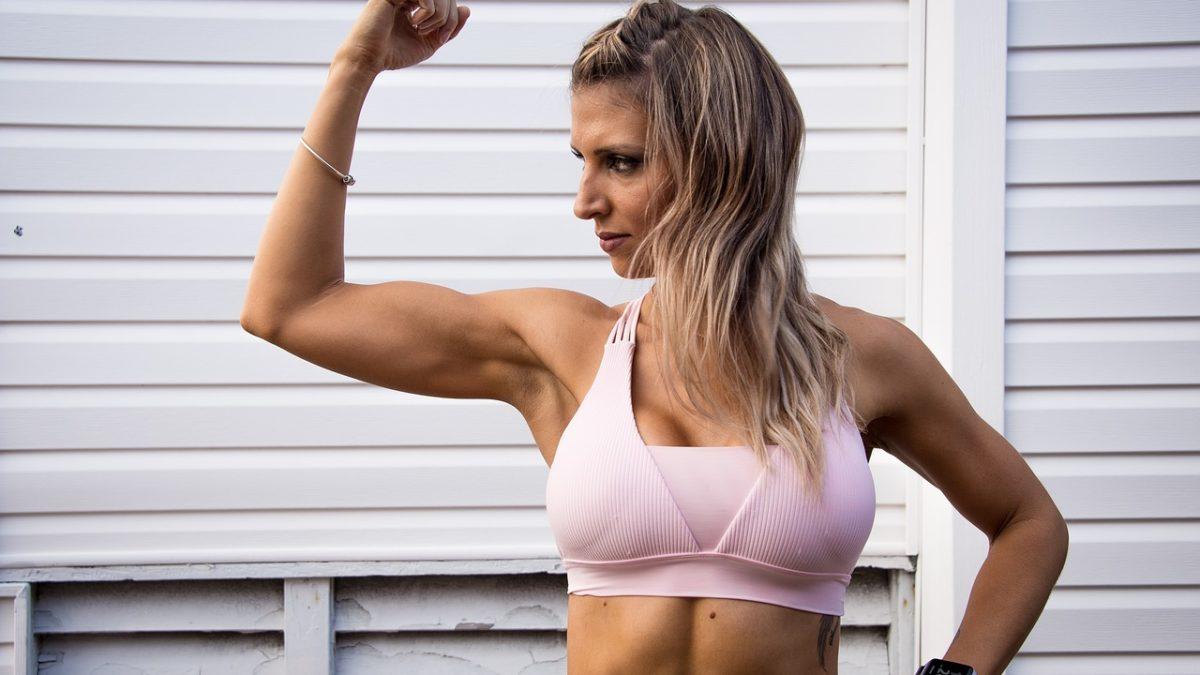 告別掰掰肉?5招簡單運動教你快速瘦手臂