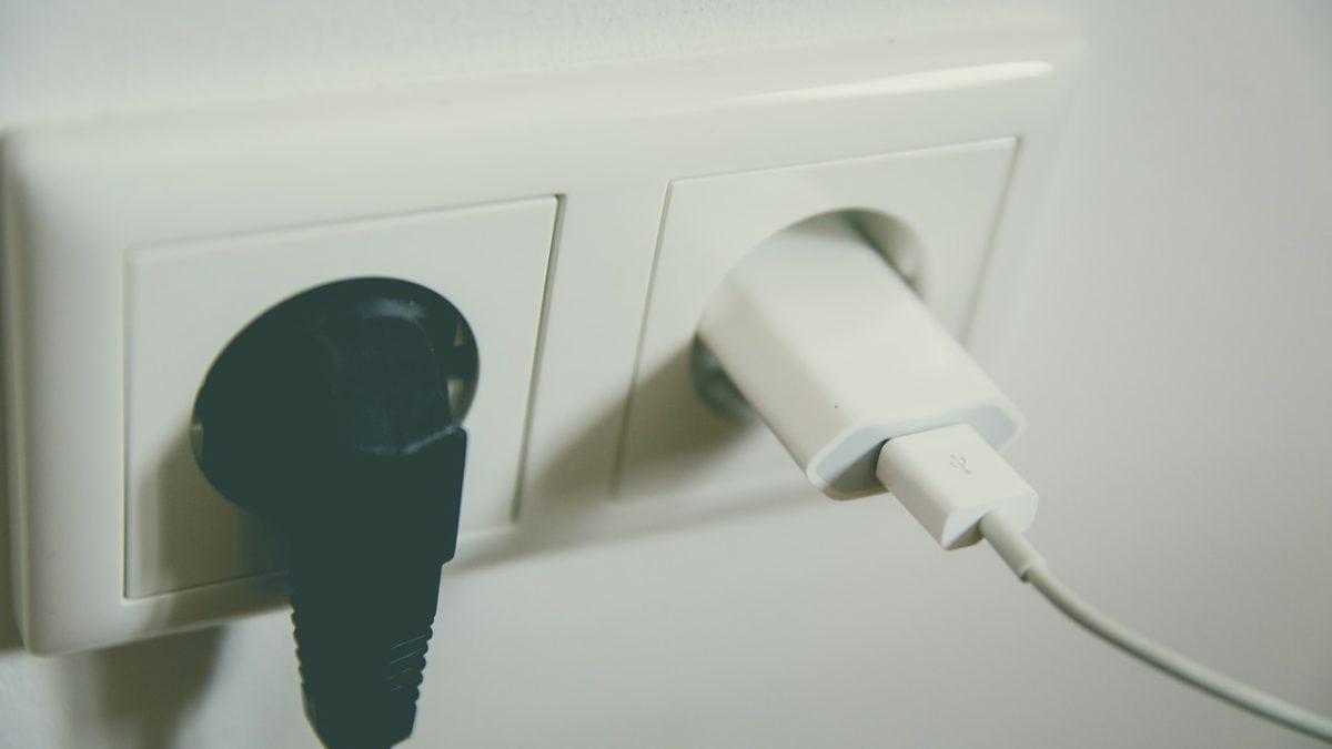 出國用電愛注意!熱門國家電壓插座整理&旅行萬用轉接頭推薦