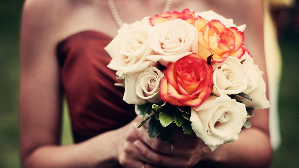 婚禮穿搭不NG!女生必備5款婚禮洋裝款式推薦,不搶風采又上相