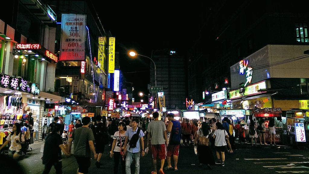 台中人的平價美食聖地!炭烤雞排、豐仁冰…一中商圈美食地圖大公開