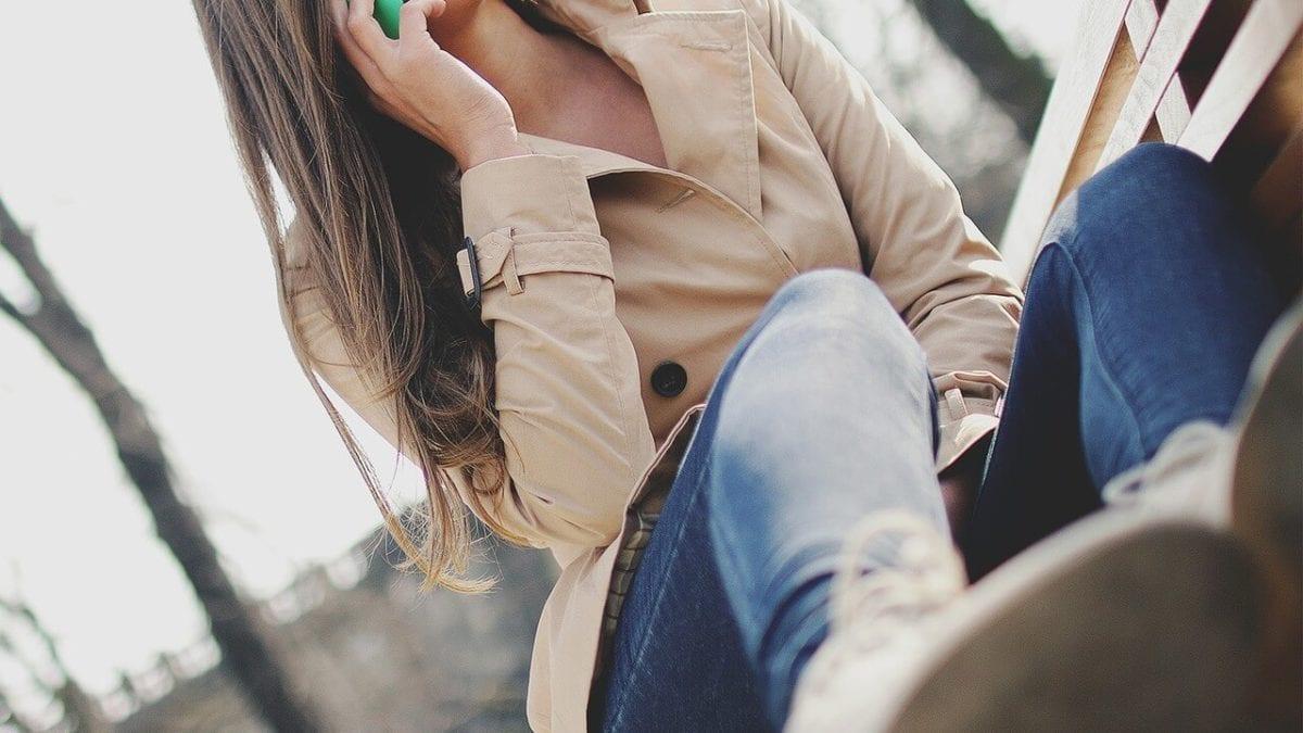 風衣怎麼穿最時尚?小資女必備風衣穿搭技巧,輕鬆營造專業俐落感