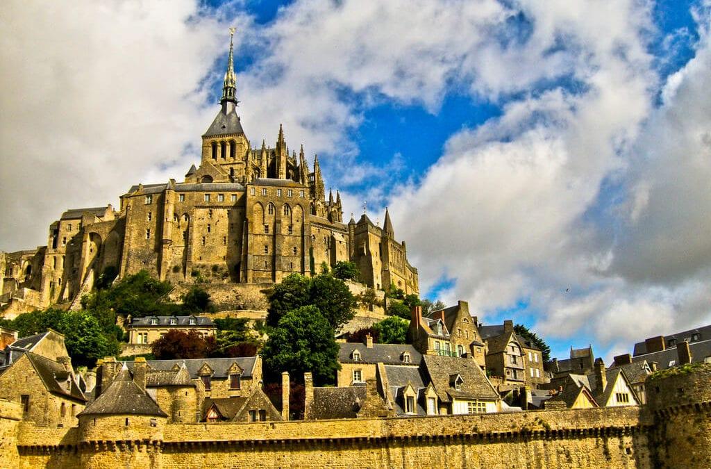 必訪法國世界遺產!聖米歇爾山一日遊:交通住宿&美食景點懶人包