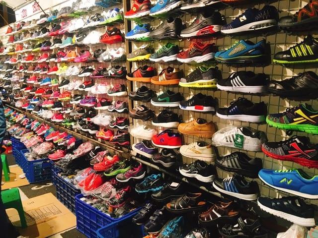 樺谷夜市-球鞋攤販