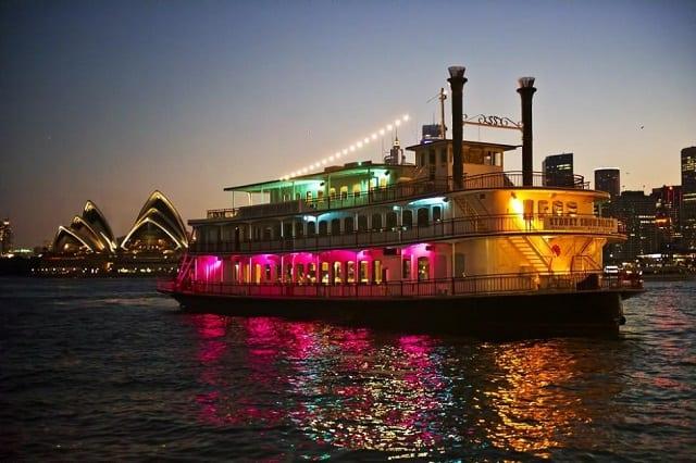 雪梨煙火船