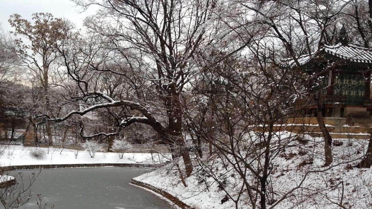 韓國首爾冬天必去景點:古宮雪景、限定燈節、冰釣,冬季也能玩超嗨!
