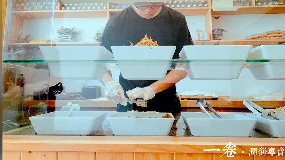 一卷潤餅專賣店 做潤餅