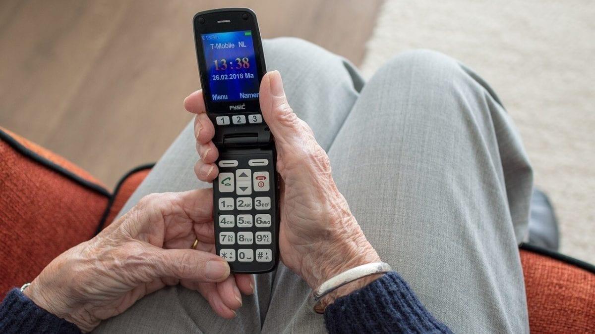 3000元有找老人機!長輩手機推薦top10,通話、讀簡訊通通ok