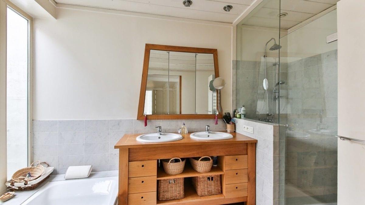 必備收納好物!浴室置物架推薦top10,毛巾架、馬桶置物架通通有