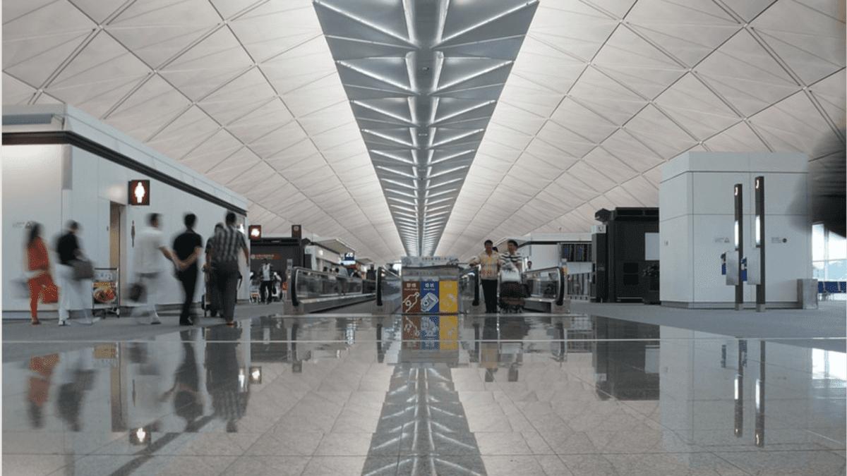 過夜也能玩透透!香港國際機場:到市區交通、免稅店、特殊設施玩樂攻略