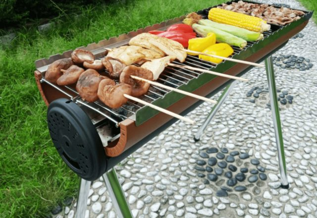 Barbecue_rack_ fire_shadow