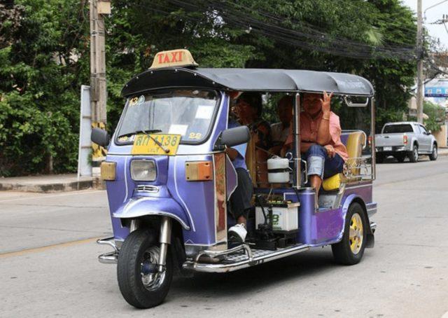 chiang_mai_airport_guide_tuktuk