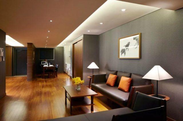 兩臥室豪華套房的客廳