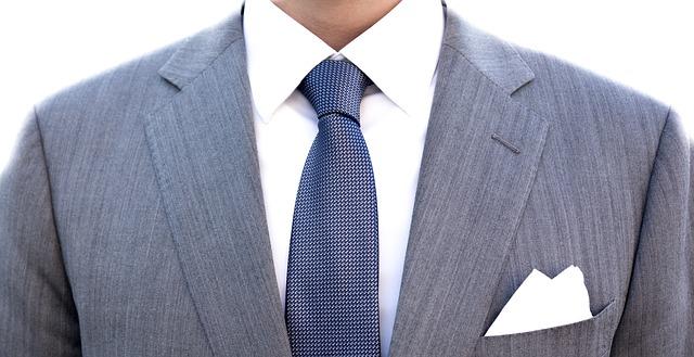 學士服穿搭 深色領帶