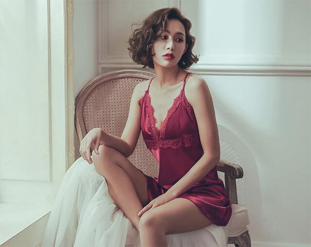 璀璨煙花 美背肩帶蕾絲緞面連身睡衣