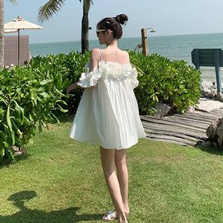 推薦品項:度假風露肩白色洋裝