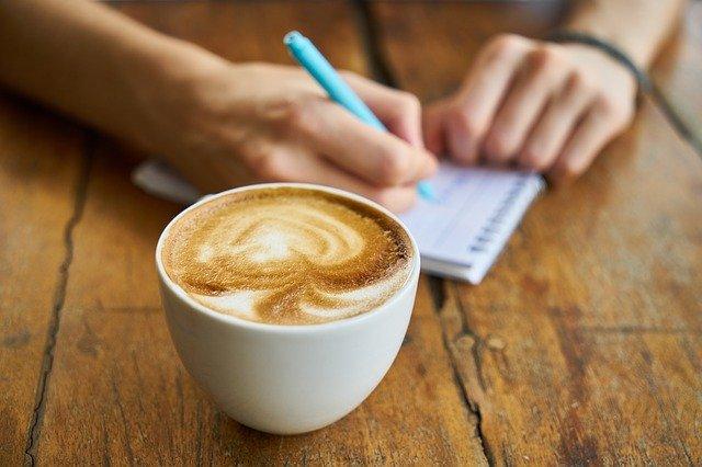2020 咖啡廳信用卡優惠整理,星巴克、Cama 、路易莎這樣喝最省!