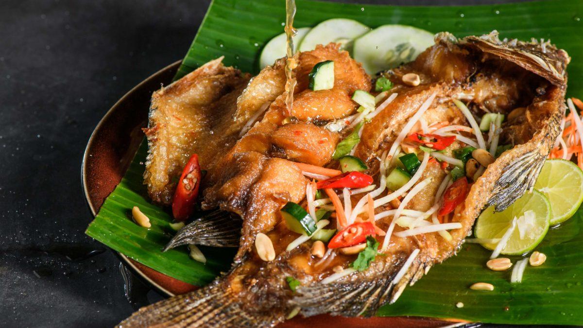 台北旅遊 台北泰式料理推薦!月亮蝦餅、青木瓜絲口感超道地