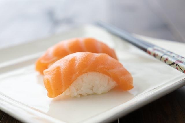 鮭魚控必看!2021 大台北超人氣浮誇系鮭魚壽司、丼飯一次看