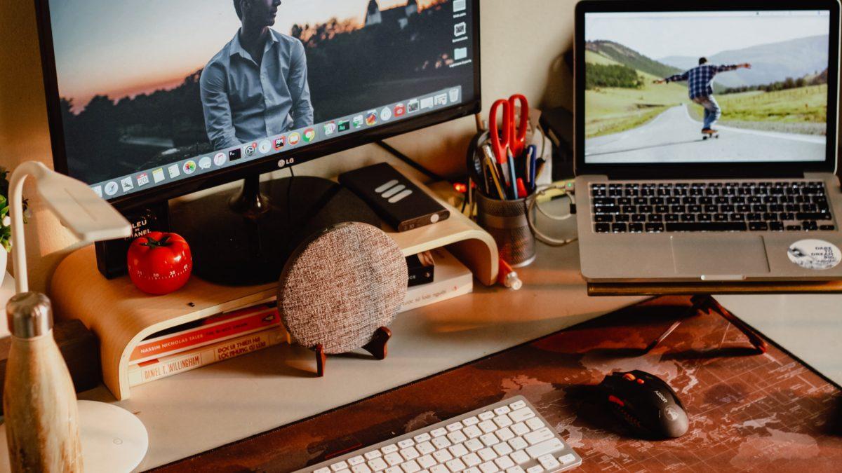 疫情在家工作好煩?2021 桌機螢幕推薦,讓你看電腦眼睛不怕痠